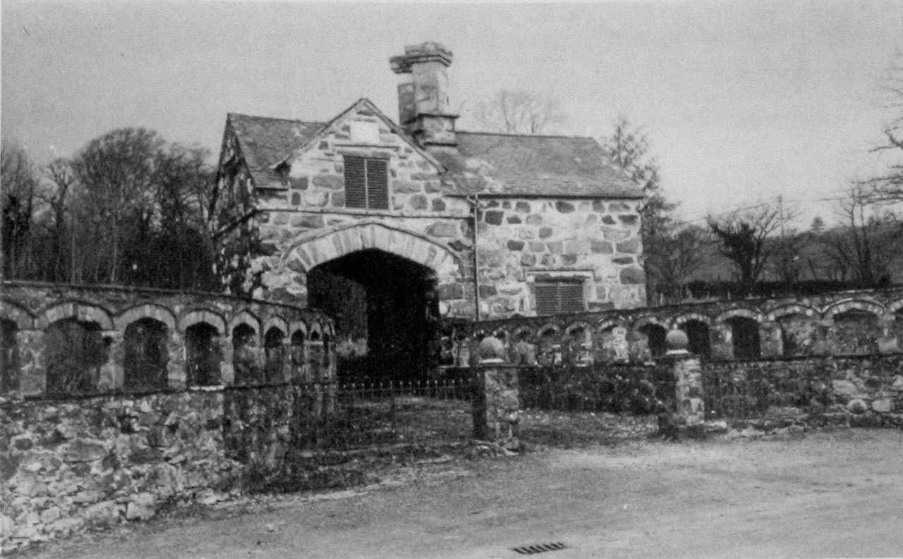 Coed-y-Moch Lodge (with Gates)