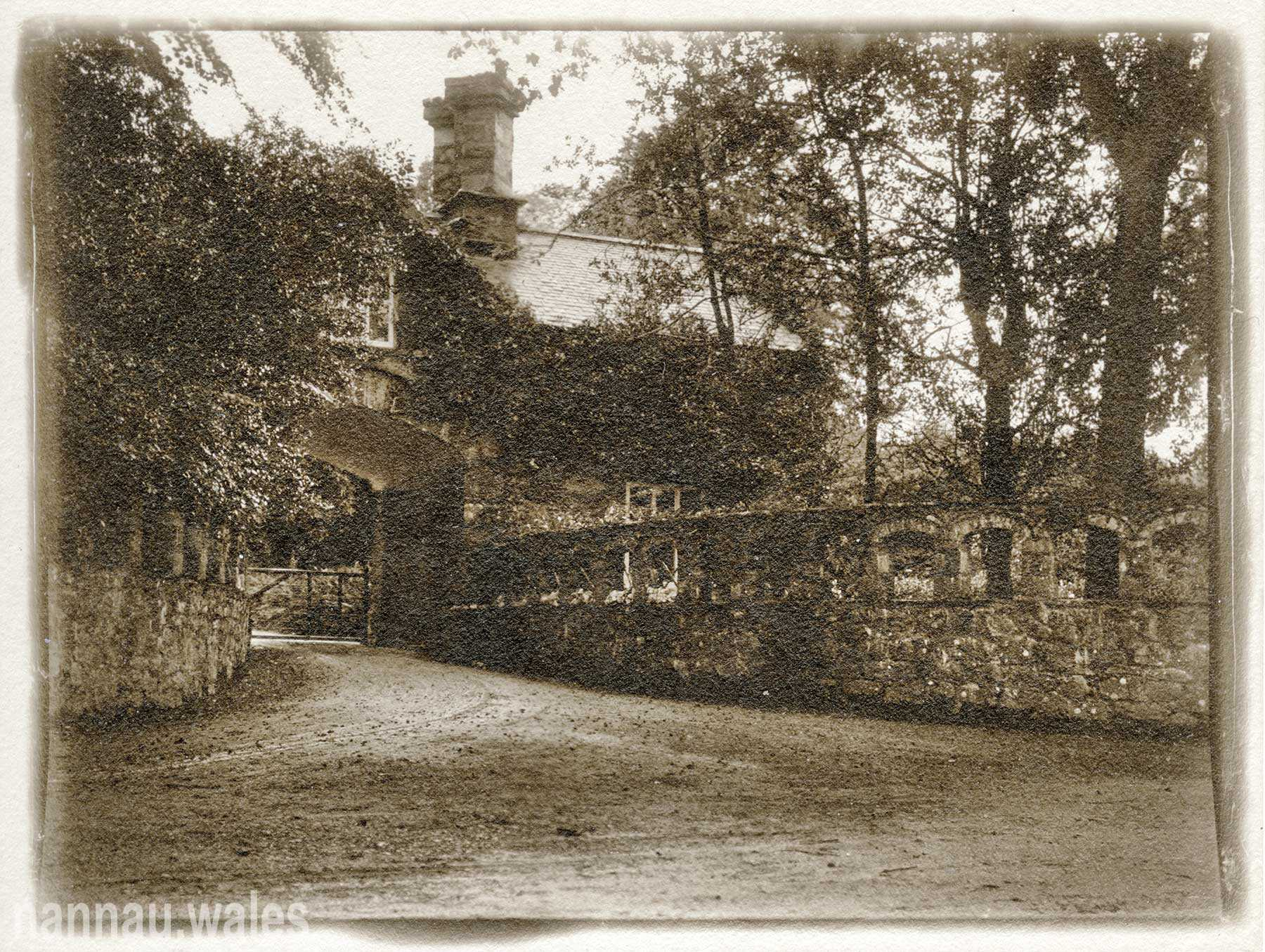 An original photograph of Coed y Moch Lodge from 1909.