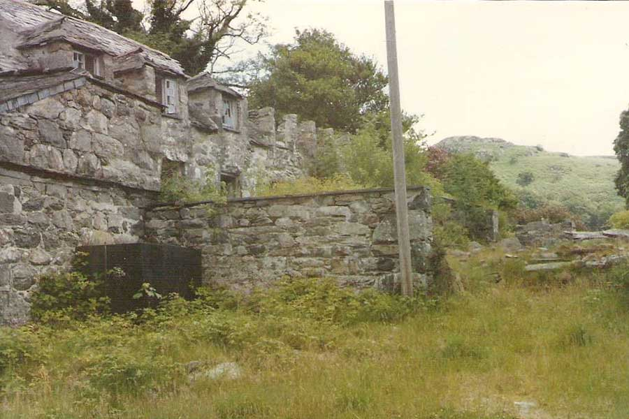 The cottages in 1984. Photo courtesy of David Brown.