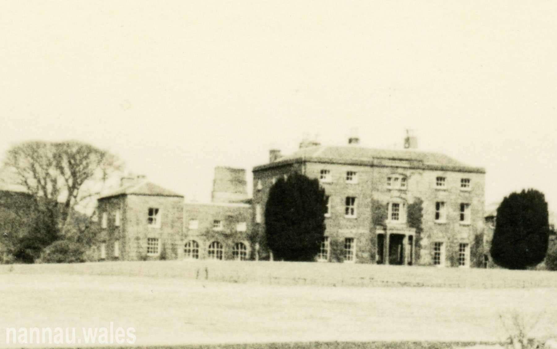 A Postcard of Plas Nannau Hall from the 1960s (Zoom)
