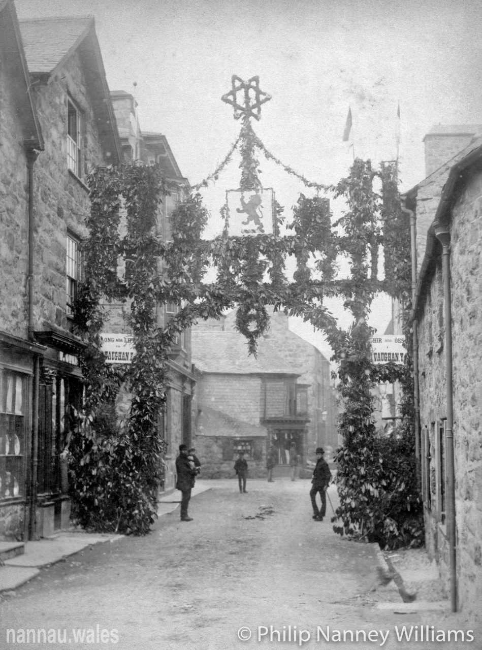 Robert Vaughan's Coming of Age Festivities in Dolgellau in 1887. Looking towards Plas Newydd from outside Gwin Dylanwad Wine. Photo © Philip Nanney Williams.