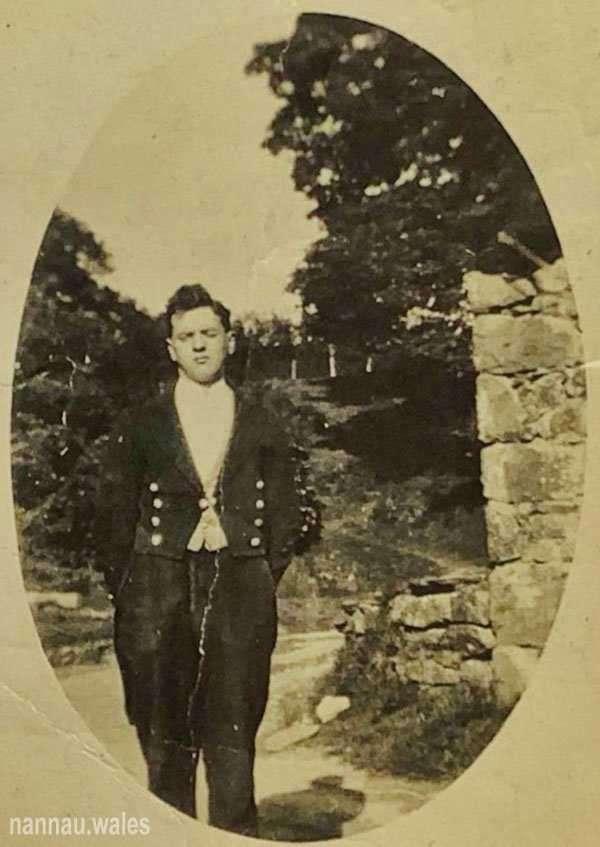 Sylvanus Jones Owen at Nannau in 1924 (Aged 21). Image courtesy of Bryan Panter.